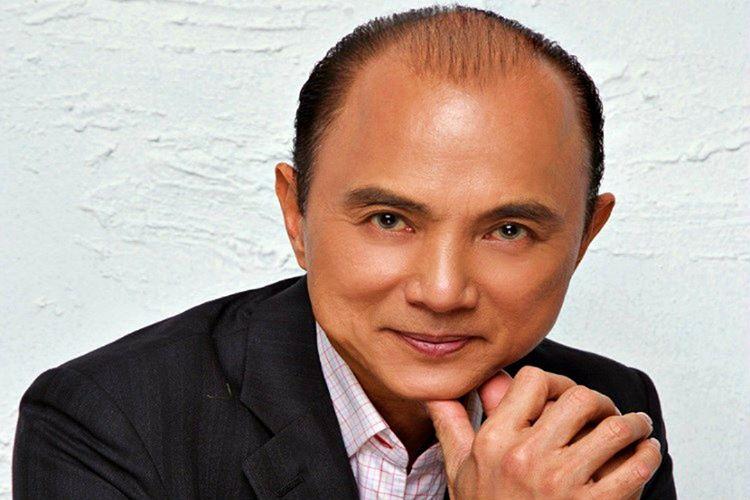 Jimmy Choo ilk ayakkabı tasarımını daha 11 yaşındayken, kendi dükkanlarında yapmıştı.
