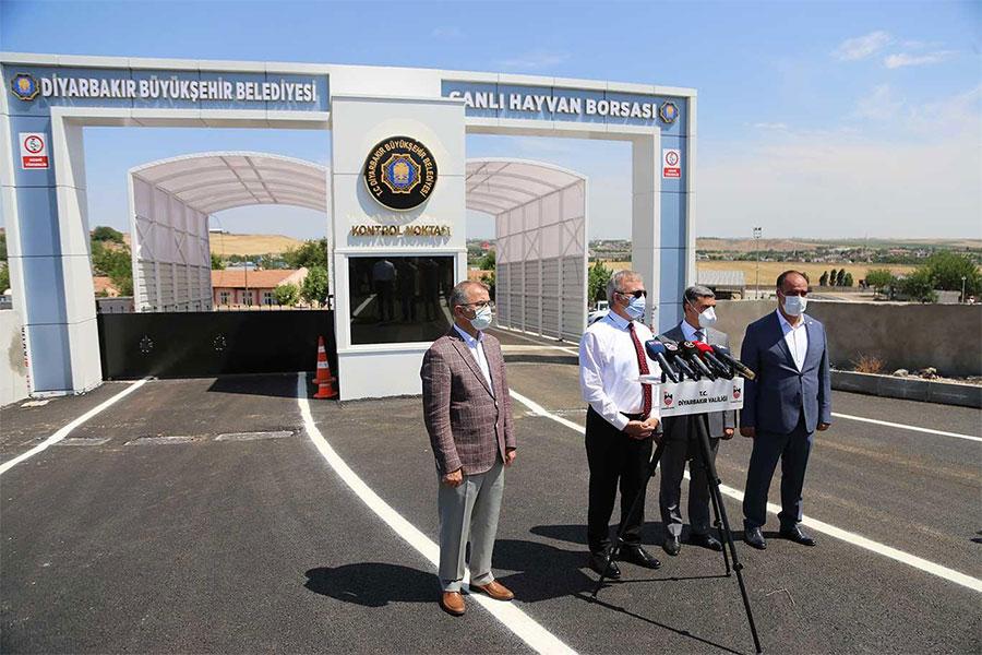 Diyarbakır Valisi Münir Karaoğlu Canlı Hayvan Borsasını denetledi