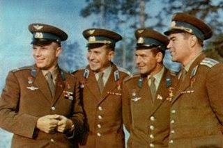 Titov, il terzo da sinistra, con Gagarin, Popovich e Nikolayev.