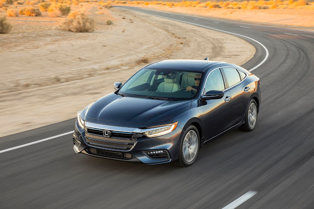 Front 3/4 view of 2019 Honda Insight