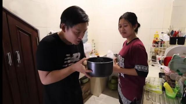 Masak Nasi Pakai Air Zam-Zam, Youtuber Ini Sebut Nasinya Pulen dan Enak