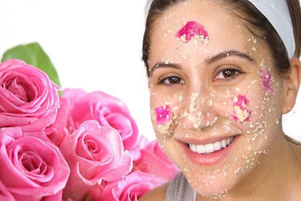 गुलाब जैसा खिला चेहरा पाने के लिए अपनाएं ये नुस्खे  rose water is very useful Many skin related problems.