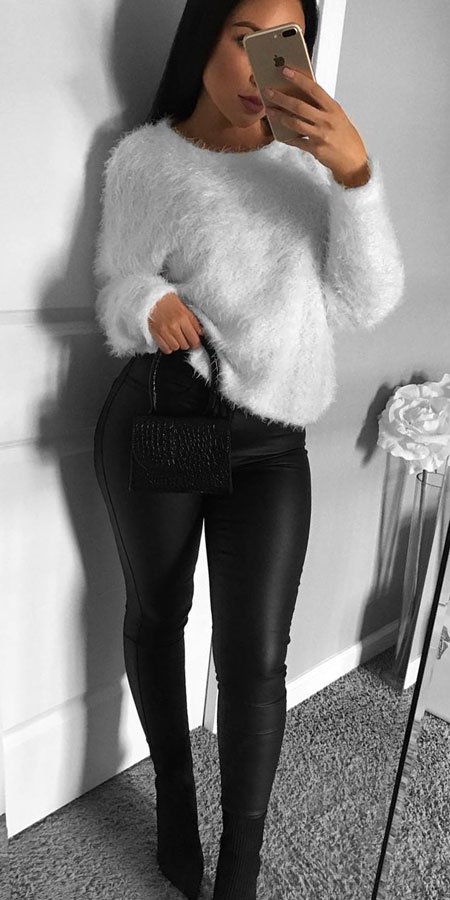 Faux fur sweatshirt, high waisted skinny jeans | From knited jumpers to oversized jumper. Discover these 31 Cute womens jumpers that will totally embrace you. Jumper Outfits via higiggle.com #jumper #winterwear #style #cute