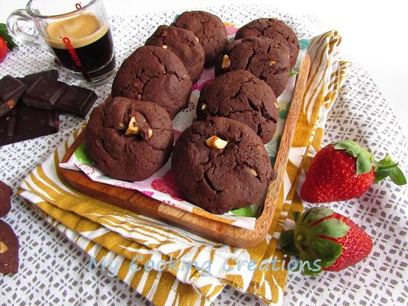 Шоколадови бисквити с лешници и шоколадов чипс * Biscotti al cioccolato morbidi con granella di nocciole