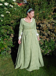 http://evashistoricalcostumes.blogspot.se/p/a-late-15th-century-italian-gown.html