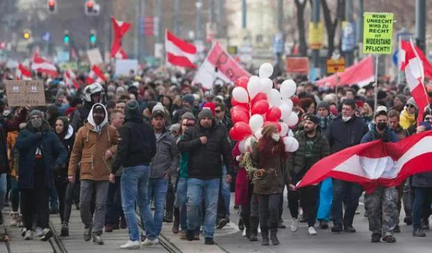 Εξαπλώνεται η οργή κατά της κυβερνήσης (η ίδια ειναι πάντου) Χιλιάδες πολιτών κατέβηκαν στους δρόμους (και) στην Αυστρία