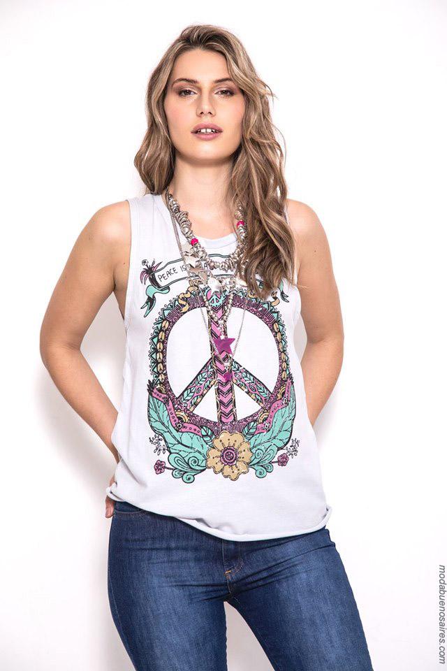 Musculosas símbolo de paz primavera verano 2020.