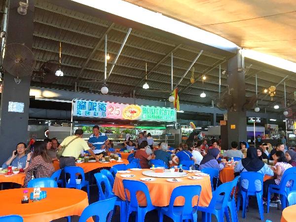 Gutes und frisches Essen in einem Food Court