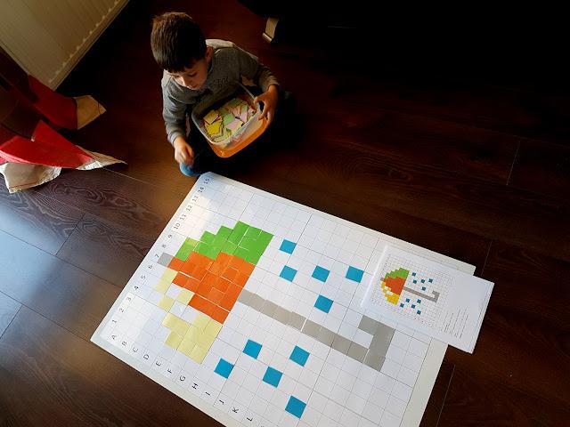 wiosenne kodowanie - kodowanie wiosna Wielkanoc - tablica do kodowania DIY - kodowanie karty pracy do druku - kodowanie króliczek kurczaczek tulipan biedronka pszczoła motylek - kodownie na dywanie - nauka kodowania - przedszkole - edukacja domowa