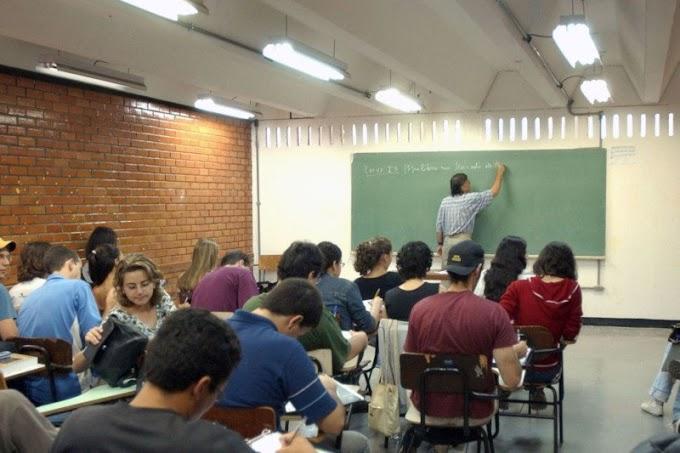 Professores sem formação específica lecionam um terço das disciplinas