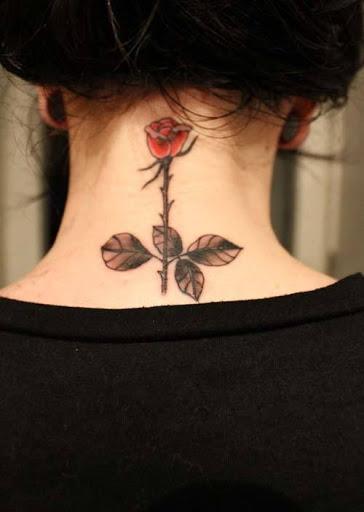 Legal tatuagens para a menina no pescoço