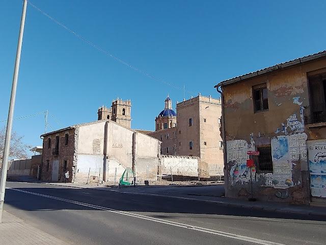 El Monasterio San Miguel de los Reyes fue mandado construir por los virreyes de Valencia, Germana de Foix y el duque de Calabria, Fernando de Aragón, en 1546, sobre el monasterio cisterciense Sant Bernat de Rascanya.