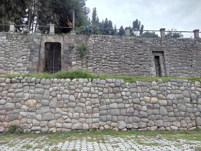 Palacio inca Qolcampata anejo a la Iglesia de San Cristobal