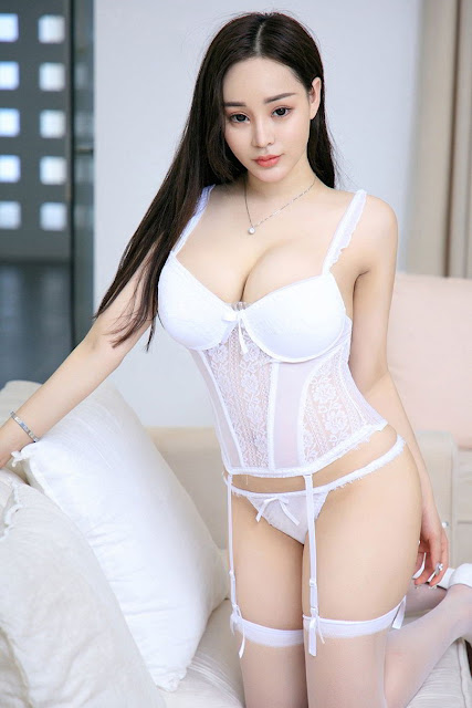 Hot and sexy big boobs photos of beautiful busty asian hottie chick Chinese booty model Zhou Bo Er photo highlights on Pinays Finest Sexy Nude Photo Collection site.
