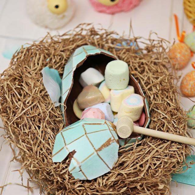 uovo di pasqua con martello