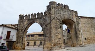 Baeza, Puerta de Jaén y Arco de Villalar.