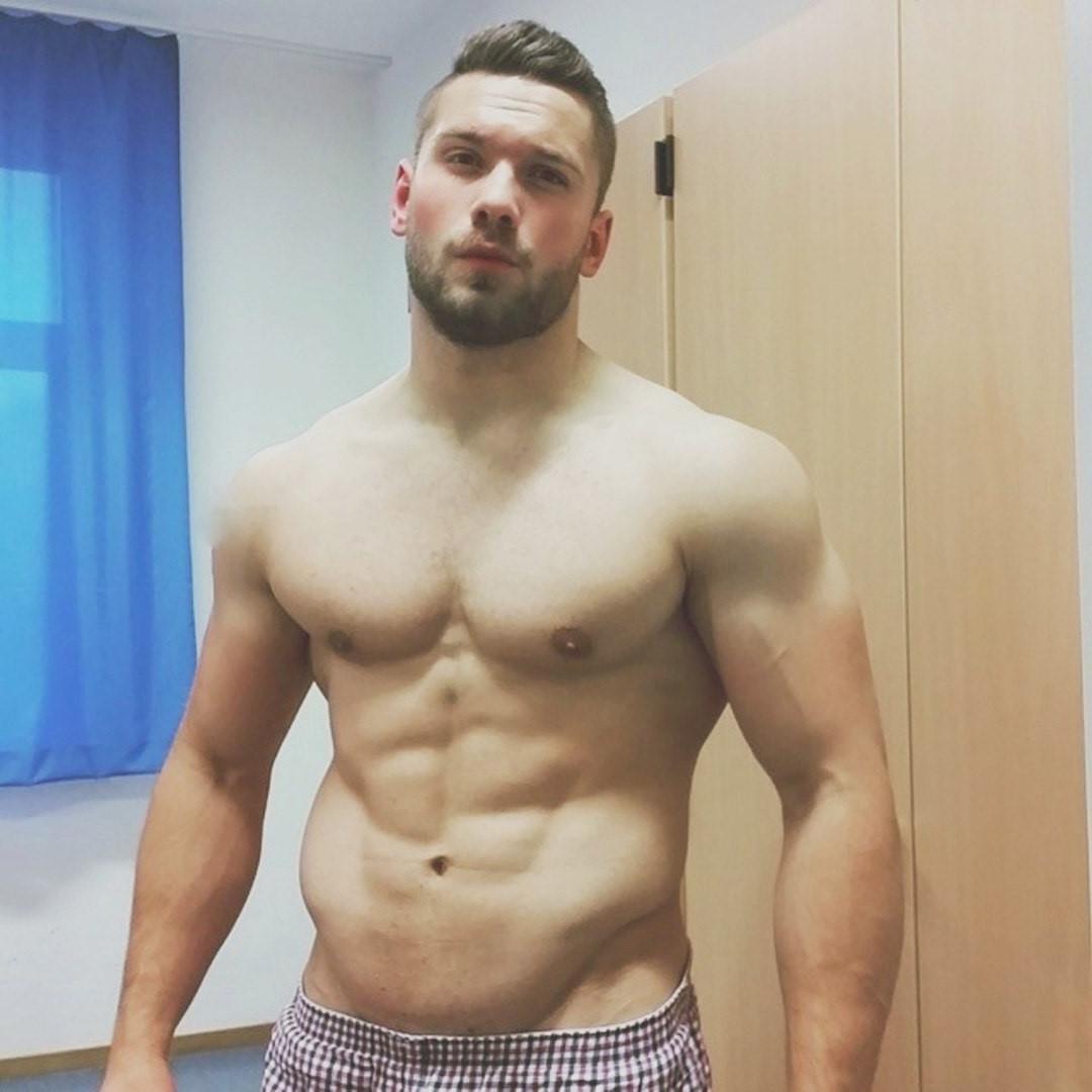 sexy-shirtless-muscular-hunk-beard-vline-beefcake
