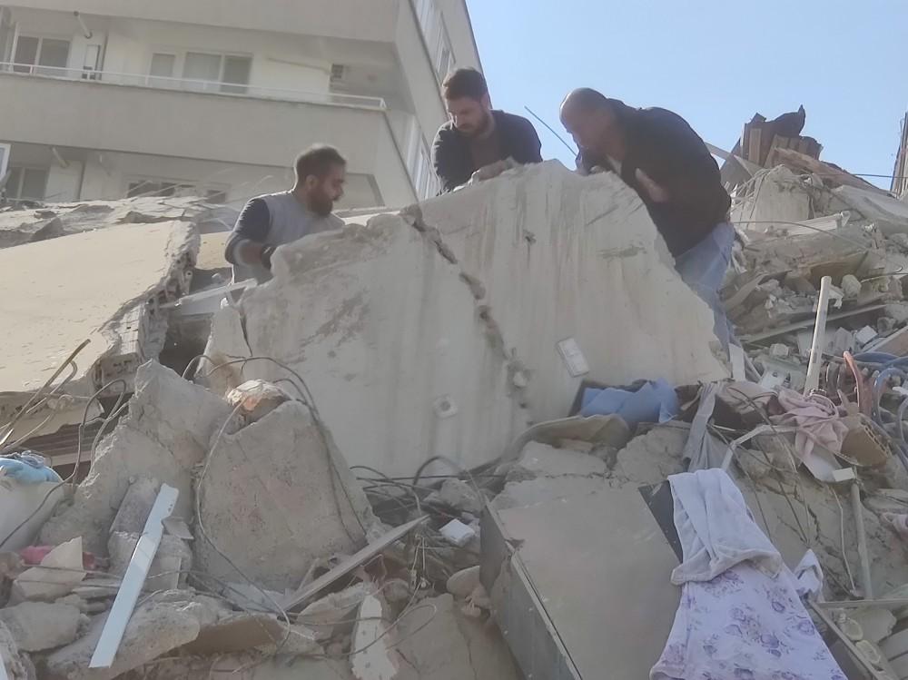 İzmir'de 6.8 Büyüklüğünde Deprem - Geçmiş Olsun İzmir