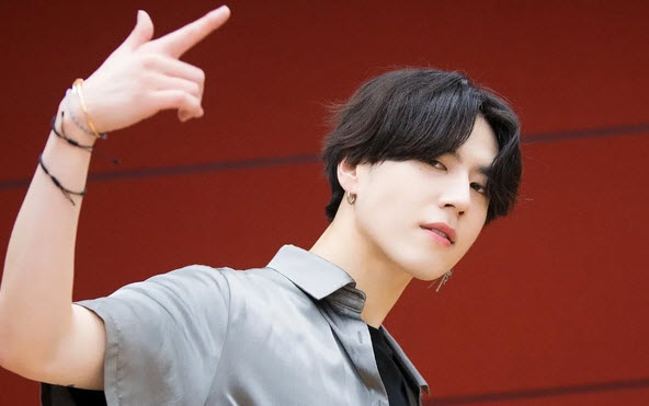 Yugyeom GOT7 kicks off his path to AOMG with dance video