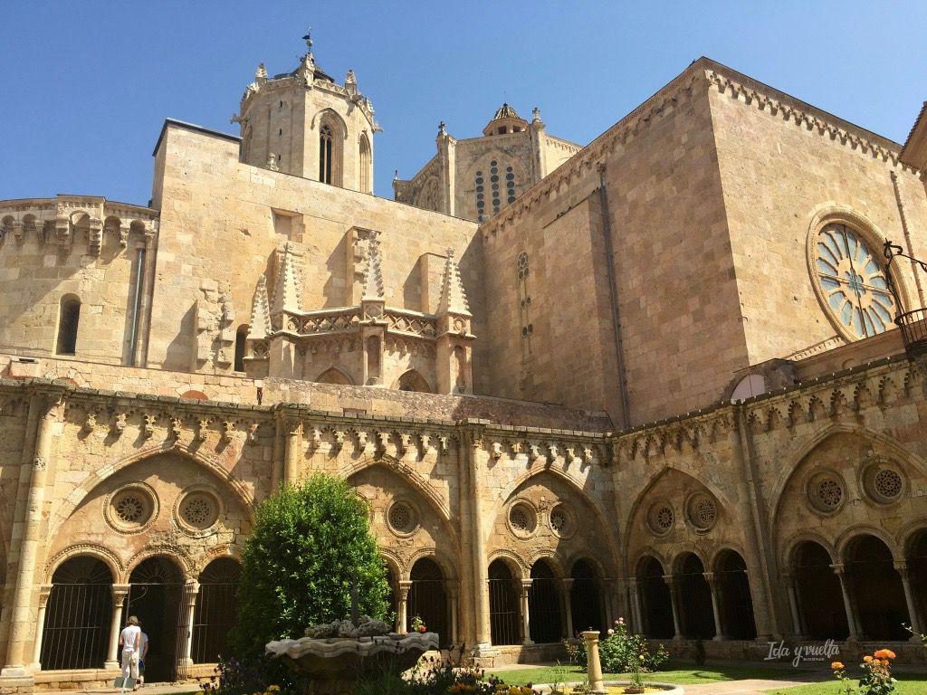 Imponente el claustro y nave principal de la catedral