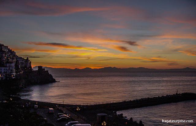 Amanhecer em Amalfi, Costa Amalfitana, Itália