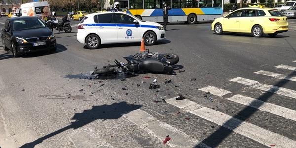 Σε ποιον ανήκει το αυτοκίνητο που προκάλεσε το δυστύχημα μπροστά στη Βουλή; (upd)