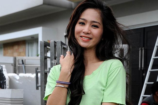 Daftar Film, Sinetron, dan FTV yang Dibintangi Bunga Zainal