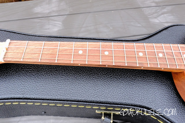 Bonaza Homestead baritone ukulele fingerboard