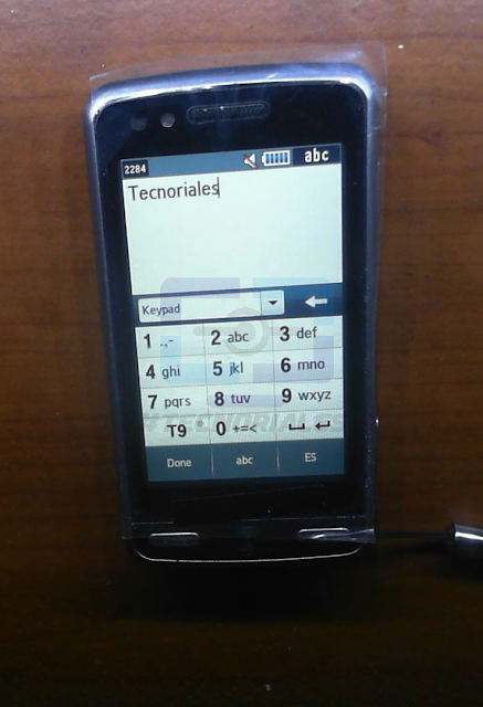 Táctil instalado y funcionando con el Samsung M8800 encendido.