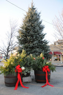 holiday decorations delayed to noon on Sunday
