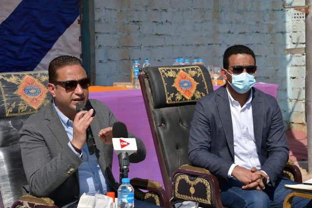 محافظ الفيوم يُجري الحوار المجتمعي الثاني مع أهالي قرى مركز يوسف الصديق بالشواشنة