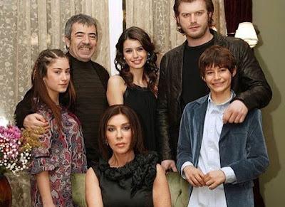 """هكذا احتفل كيفانش وهازال كايا بمرور 10 سنوات على مسلسل """"العشق الممنوع"""""""