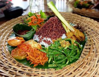 Orang Indonesia suka makanan pedas dan gurih