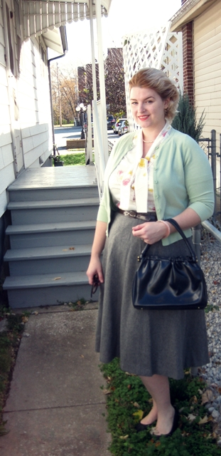 Grace Kelly inspired outfit via Va-Voom Vintage