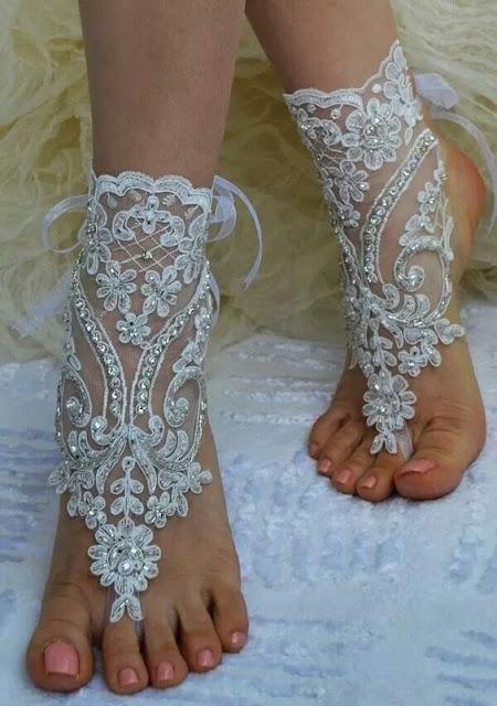 Dicas-para-criar-sandalia-descalca-Inspiracao-para-casamentos-em-praias-tule-bordado