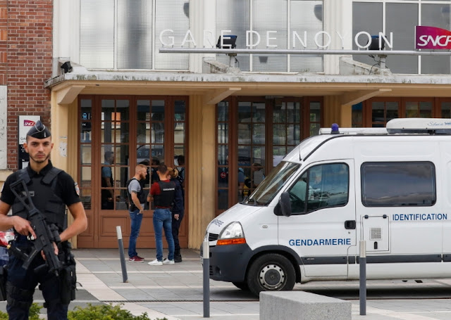 policeman kills wife france train station