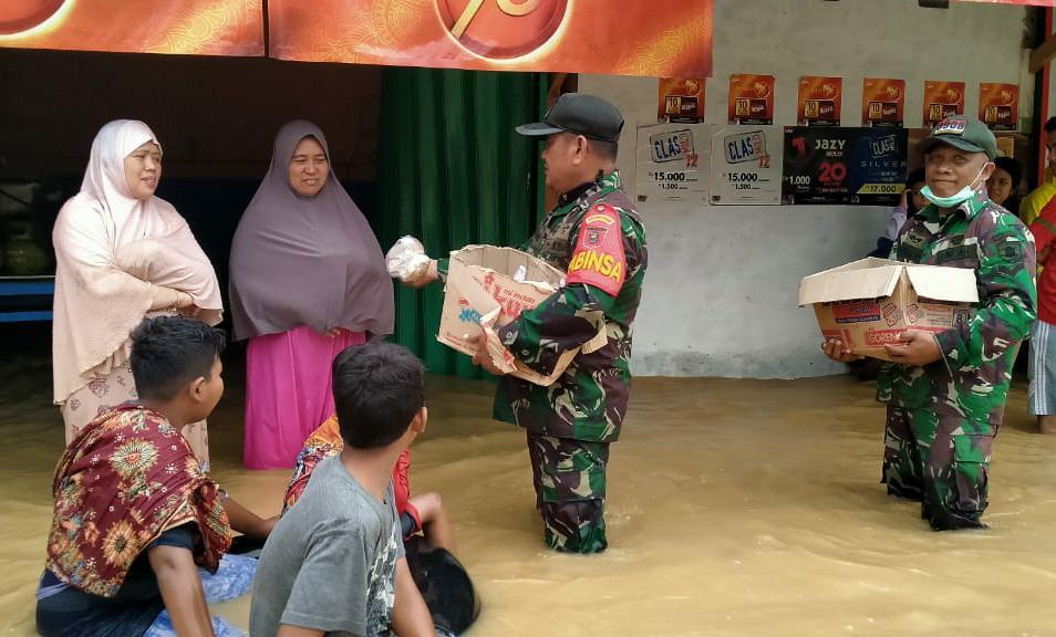 Prajurit TNI Kodim 0908 Bontang, Siaga di Desa Makarti, Kabupaten Kukar, Antisipasi Banjir Susulan