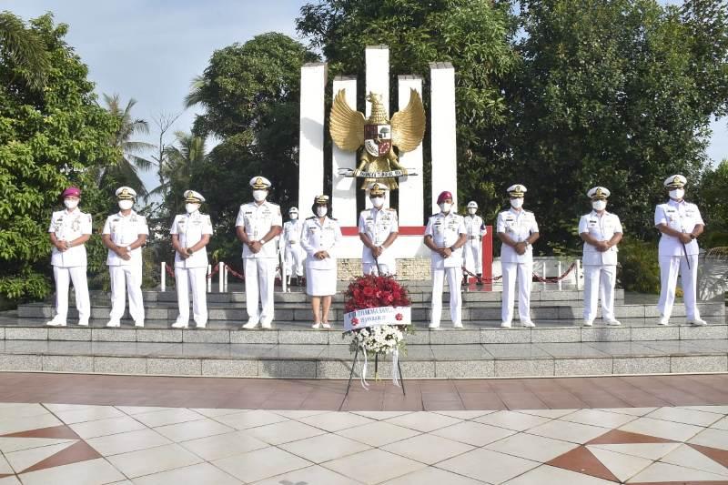 Sambut Hari Dharma Samudera Danlantamal IV Pimpin Ziarah Rombongan