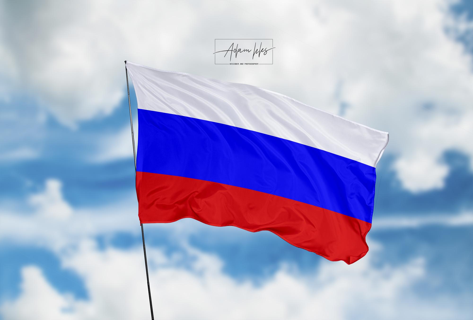 تحميل اجمل خلفية علم روسيا يرفرف في السماء - اجمل خلفيات روسيا الرائعة