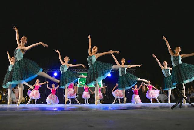 Πανέμορφο θέαμα στο Ναύπλιο στη θερινή παράσταση των μαθητών της  Σχολής Χορού Ηλιάνα Διολίτση