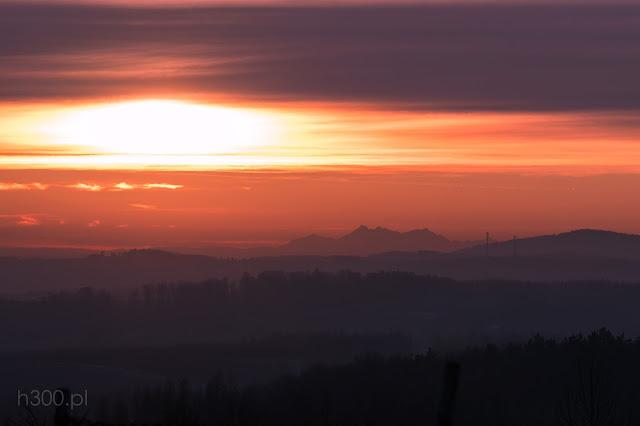 Zachód słońca za Tatrami z pogranicza Woli Zgłobieńskiej iPstrągowej
