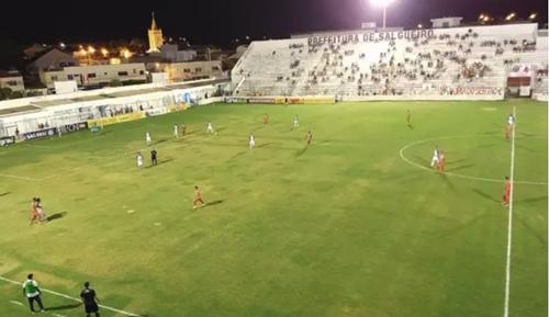 Salgueiro goleia por 6 a 1 o Vitória-PE