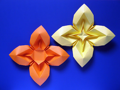Origami Fiore bombato 3 e variante - Curved flower 3 and variant, Francesco Guarnieri