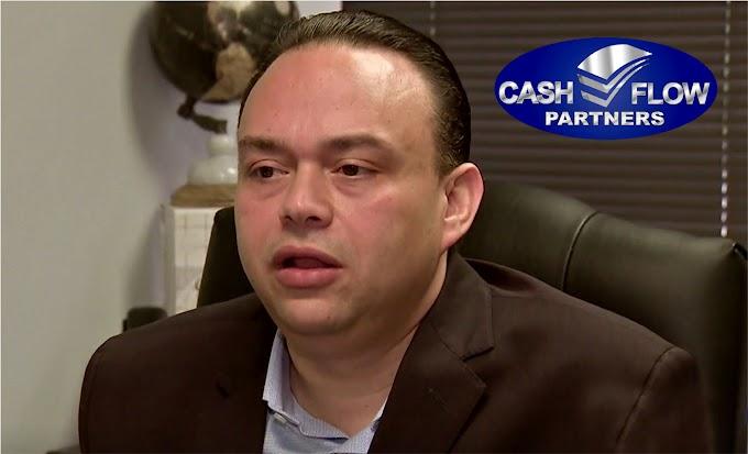 Encadenado en la corte el principal ejecutivo dominicano de Cash Flow es acusado de varios cargos por estafa de cuatro millones