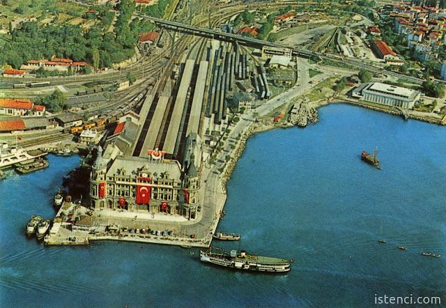 Bir demir yolu hikayesi; Haydarpaşa Garı havadan çekilen fotoğrafı, tarih tahmini 1970'ler...
