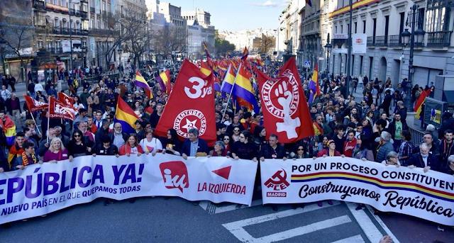 Miles de personas se manifiestan en conmemoración de la II República y reclaman la proclamación de una tercera