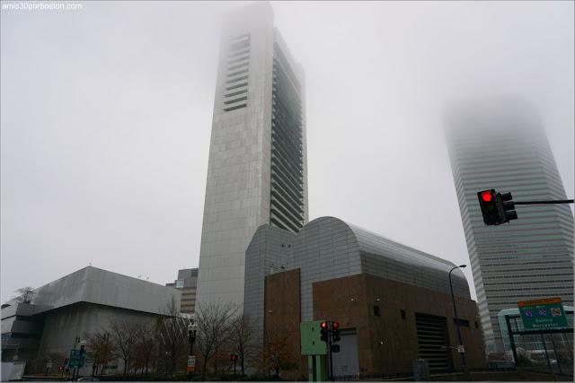 Boston en un Día de Otoño con Niebla