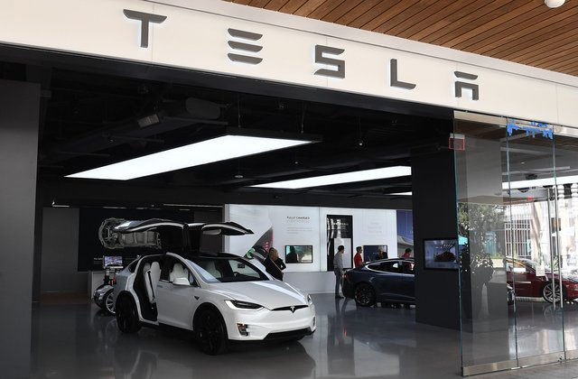 Tesla es la acción de impulso de mayor riesgo