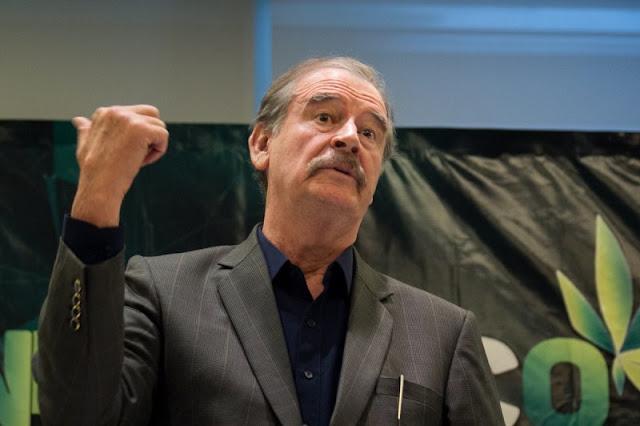 """VIDEO; Vicente Fox explota: """"No es justo que nos quiten nuestra pensión"""", y ella le dice maldito ratero, en su cara"""
