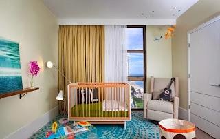 Habitación para bebé colorida